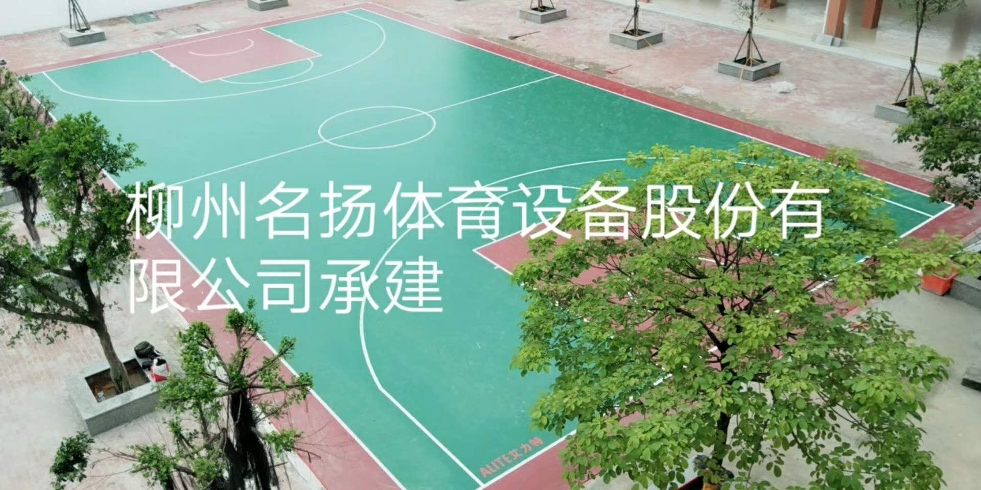 防城港公车镇中学pvc篮球场春雨时节按时交付