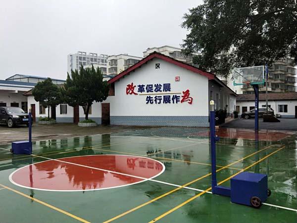 柳州铁路项目部羽排球柱安装