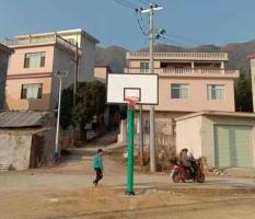 桂林兴安邓家新塘边新国标篮球架安装