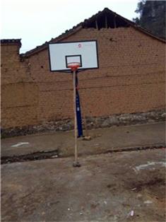 广西桂林市南边山镇钱村村委刘家村篮球架安装案例