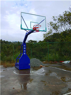 龙胜白水村移动篮球架安装