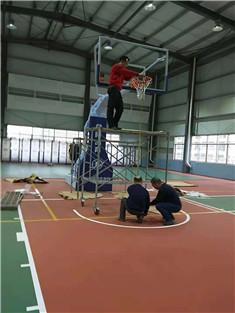 放城港室内篮球架安装