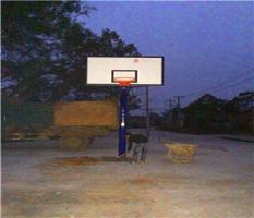 广西桂林岩岭村安装篮球架图
