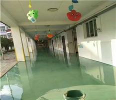 广西柳州鹿寨2600平方大型的幼儿园地板铺装完工