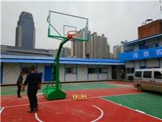 柳州畜牧学校篮球场球架安装划线完工